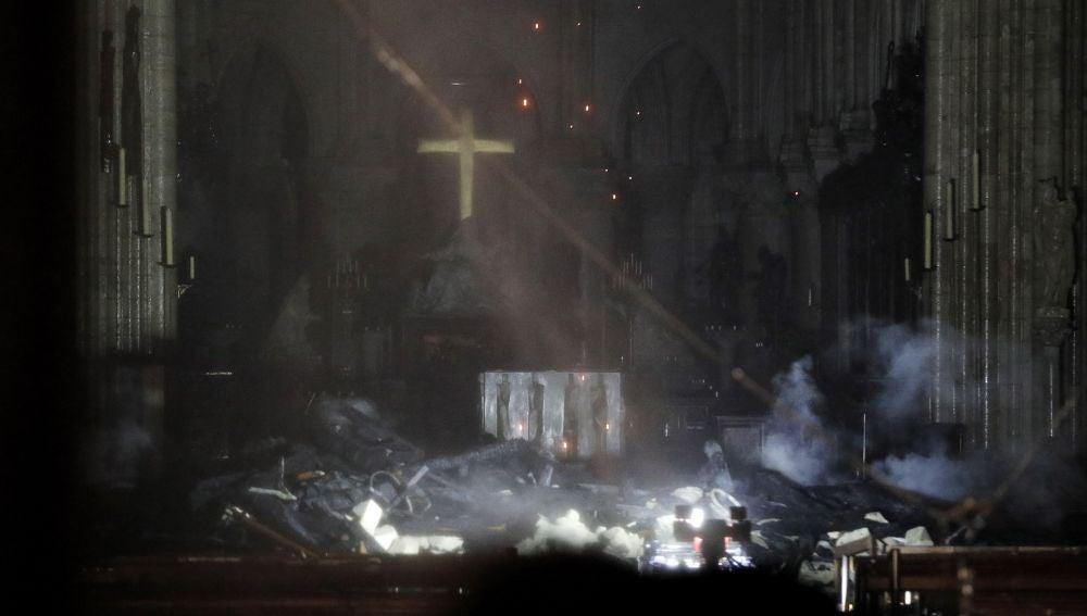 Vista interior de la catedral de Notre Dame