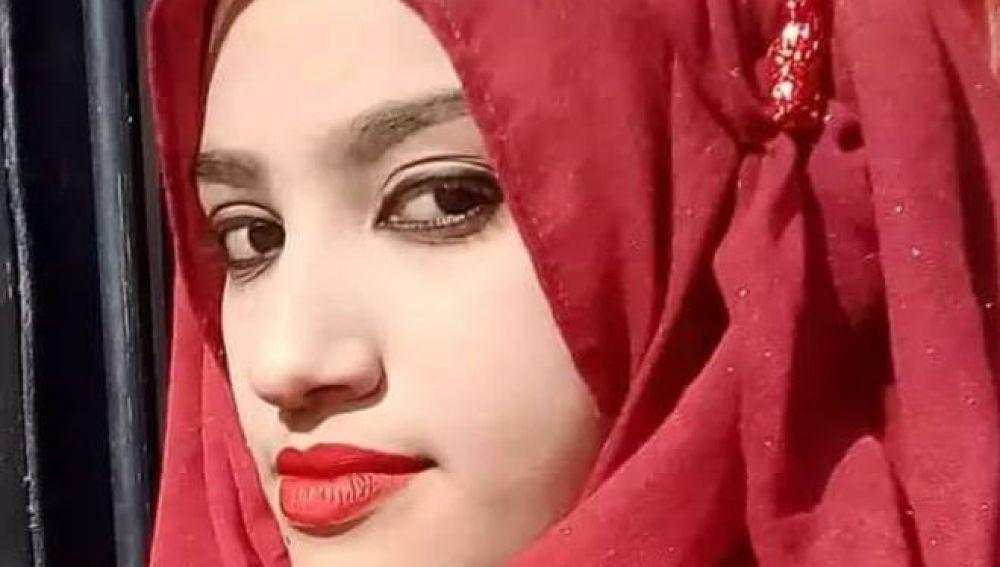 Queman viva a una chica de 19 años en Bangladesh