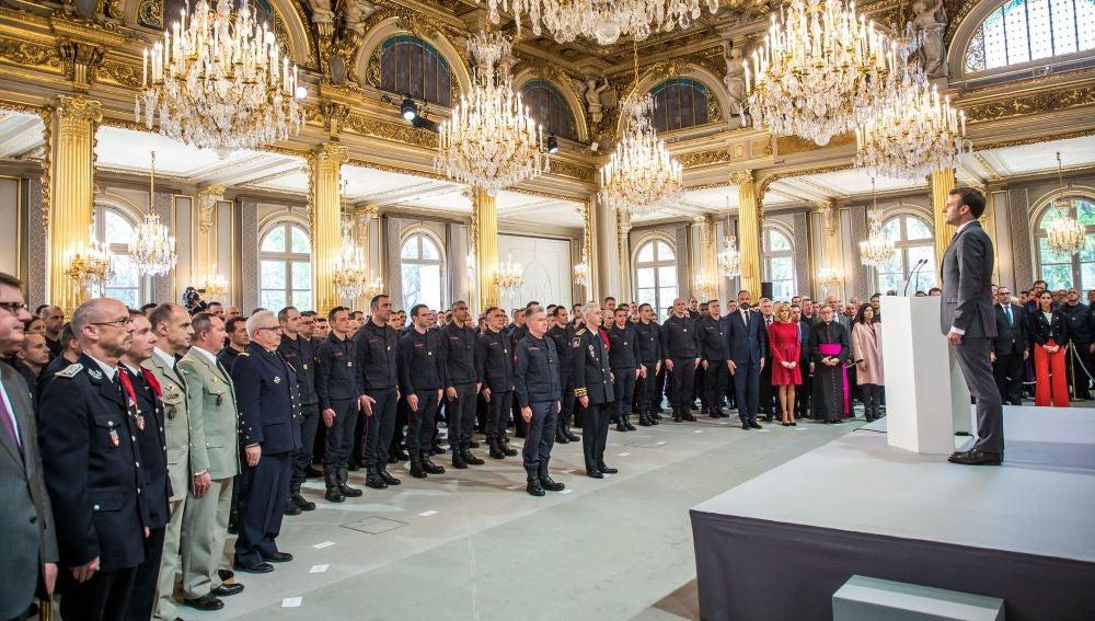 Homenaje a los bomberos de Notre-Dame
