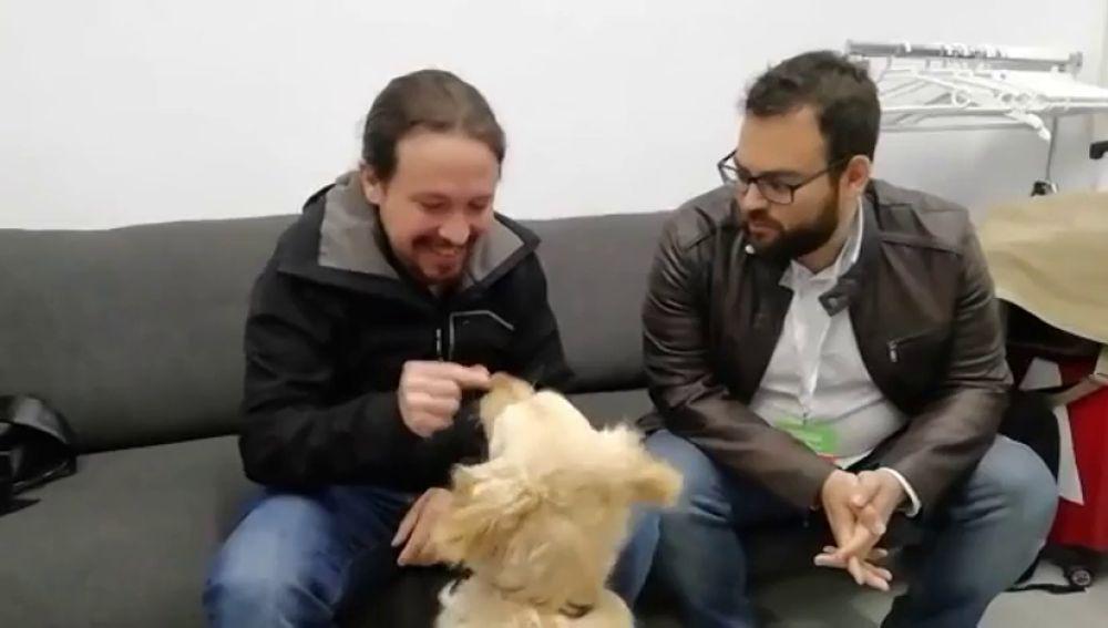 Pablo Iglesias con su perro