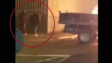 Imagen de vídeo en la que se ve a los sospechosos del asesinato de la periodista Lyra McKee.