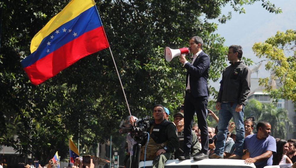 Venezuela denuncia intromisión policial en embajada en Washington