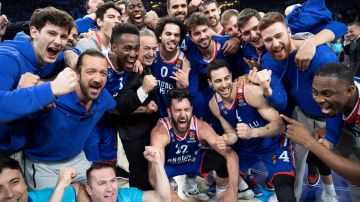 El Efes celebra el triunfo en Euroliga