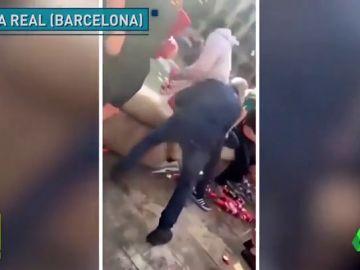 Aficionados del Liverpool tiran a una fuente a un turista y a un vendedor ambulante