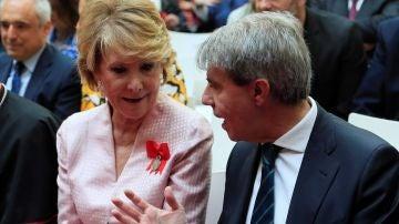 El expresidente de la Comunidad de Madrid, Ángel Garrido, conversa con Esperanza Aguirre