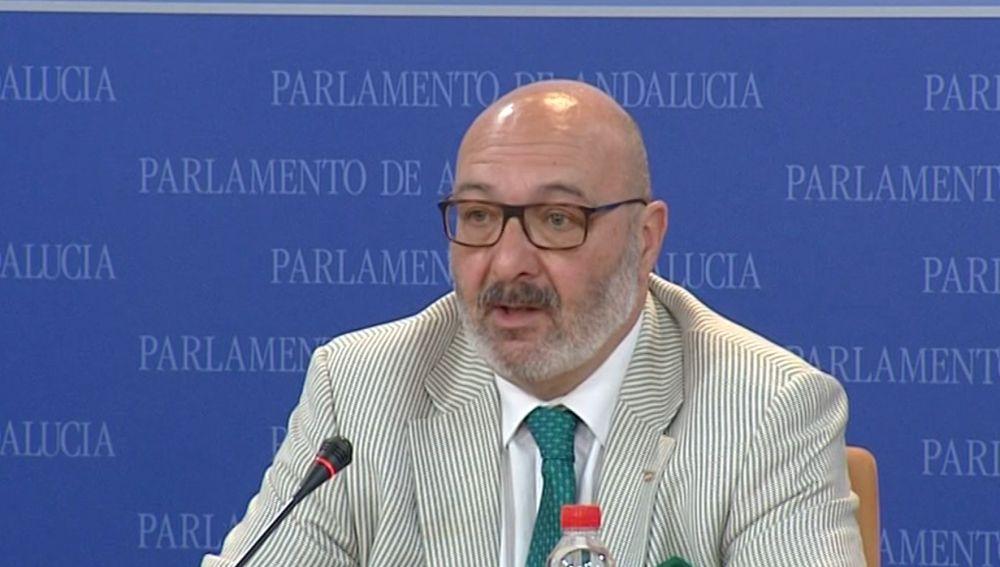 Alejandro Hernández, portavoz de Vox en Andalucía, durante una rueda de prensa.