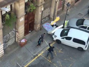 Los vecinos y los 'okupas' de un edificio de Barcelona logran llegar a un acuerdo para que abandonen la vivienda