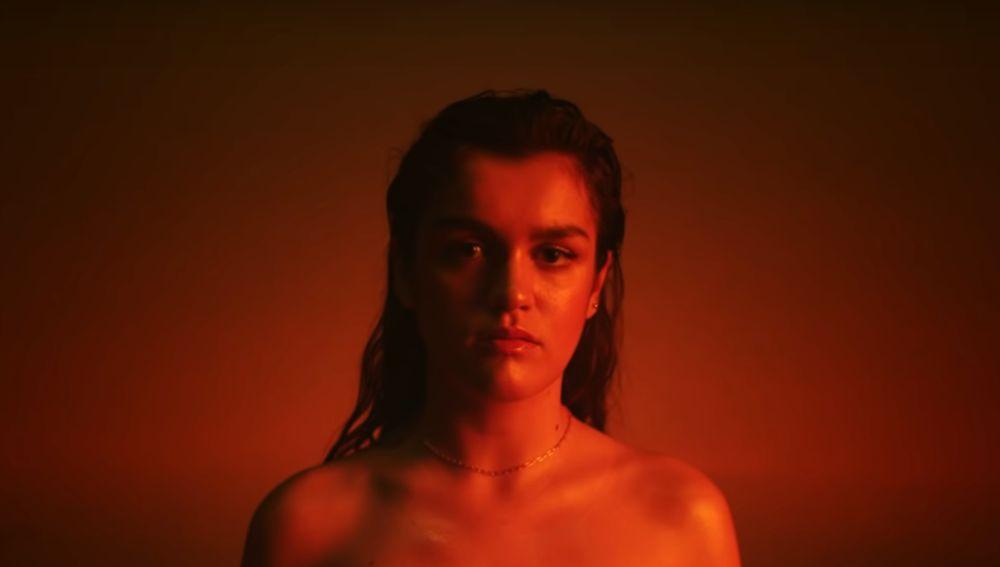 Amaia Revoluciona Las Redes Con Un Artístico Posado Desnuda