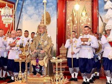 Vajiralongkorn es coronado cuatro años después de ser proclamado rey de Tailandia
