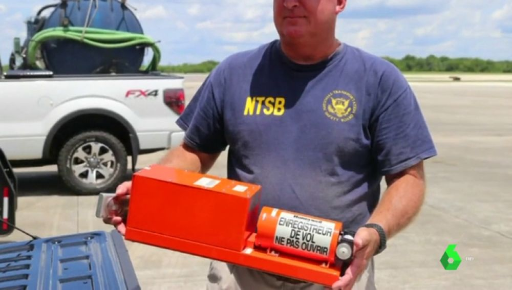 Recuperan la caja negra del Boeing 737 que acabó en un río de Florida tras salirse de la pista