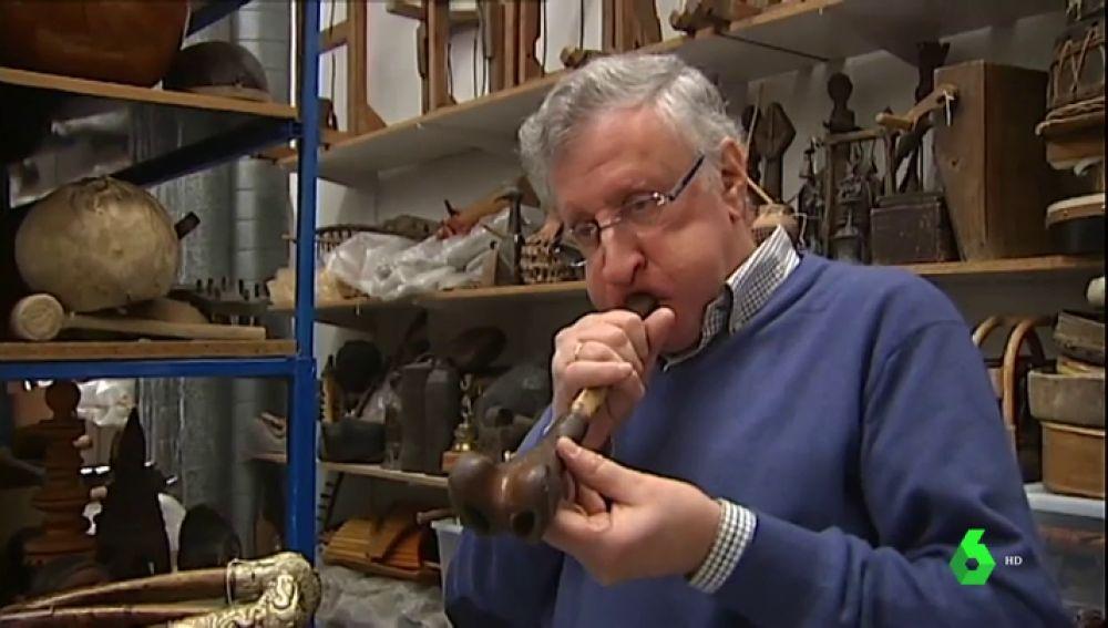 Un cerebro o un fémur humano: estos son algunos de los 4.400 instrumentos étnicos de una pareja de coleccionistas