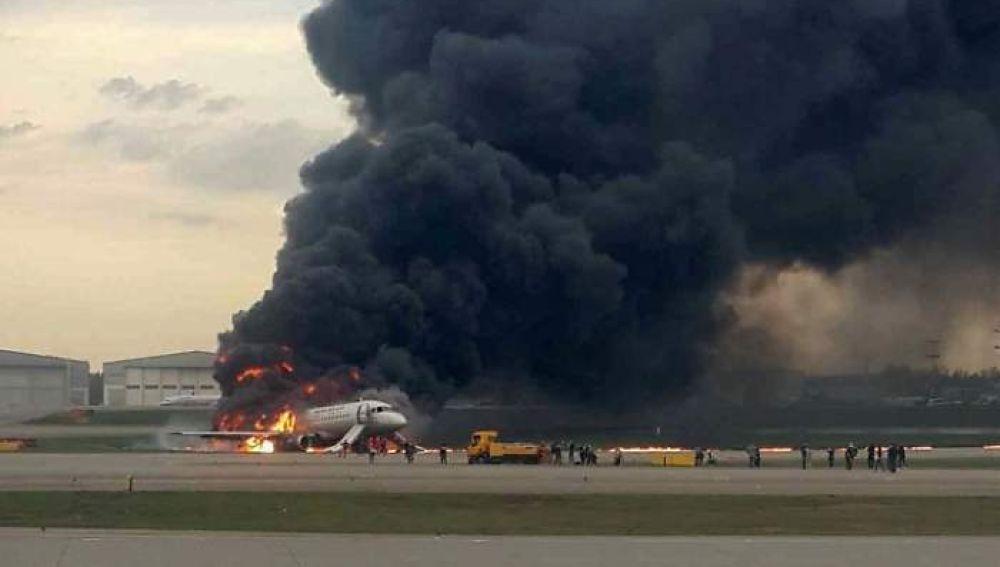 Al menos 13 muertos tras un aterrizaje de emergencia en Moscú