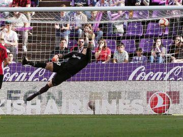 El Valladolid marca el gol que le saca del descenso ante el Athletic