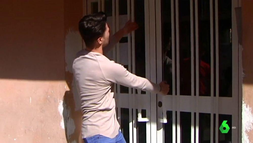 Unos vecinos retienen a un hombre en un edificio para salvar a su pareja de una agresión machista