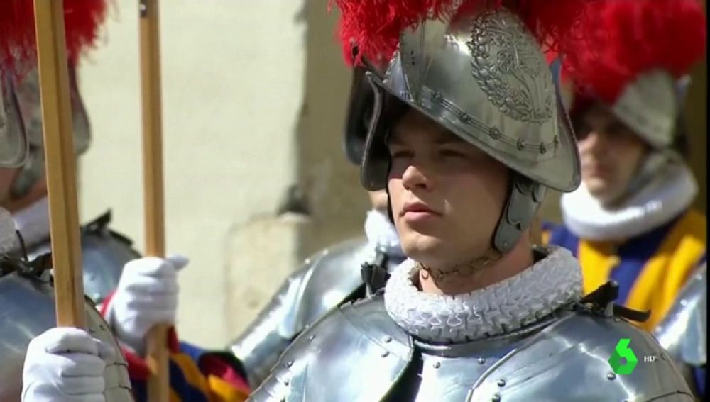 La Guardia Suiza busca soldados: el ejército del Papa se lanza a las redes sociales para reclutar hombres