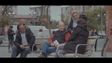 Vecinos de Cornellá hablan con Jordi Évole