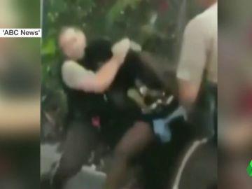 Detienen a un policía tras mentir para justificar el brutal arresto de una mujer negra