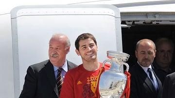 Vicente del Bosque e Iker Casillas, tras ganar la Eurocopa de 2012