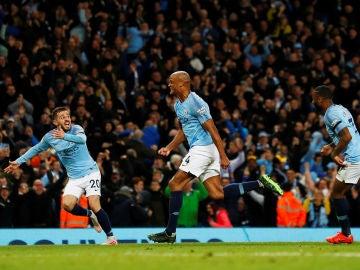 Kompany celebra su gol contra el Leicester