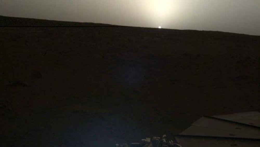 El atardecer de Marte, visto desde la sonda InSight de la NASA.