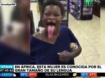 Así es el impactante tamaño de la lengua de una mujer que causa sensación en África