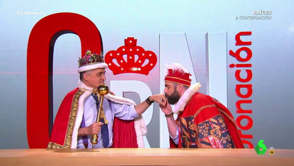 """'Coronación, coronación', el programa que 'demuestra' que la monarquía es el sistema de Gobierno """"perfecto"""""""