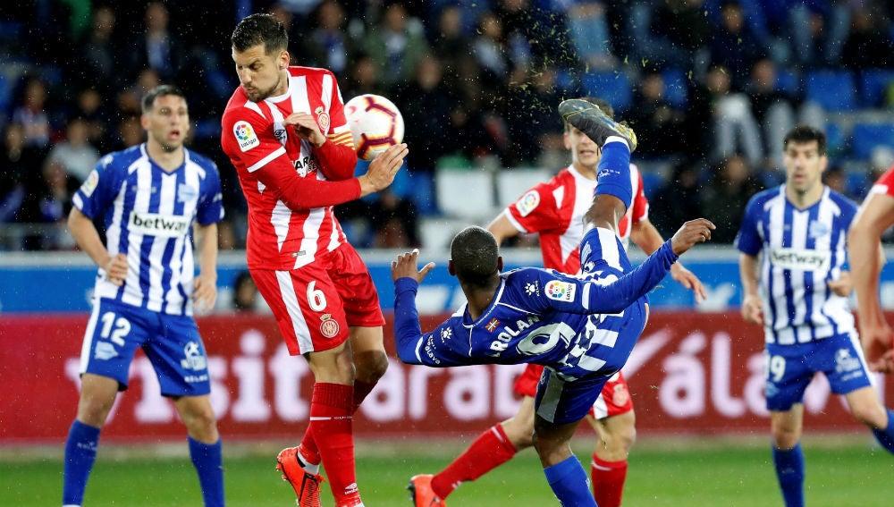 Granell recibe un balonazo en el partido ante el Alavés