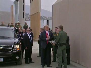 Donald Trump en el muro fronterizo