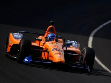 Fernando Alonso rueda en el óvalo de Indianápolis