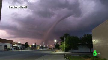 Imagen de un tornado en Kansas