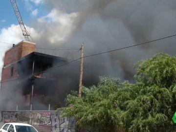Imagen del incendio en una nave okupa en Ibiza