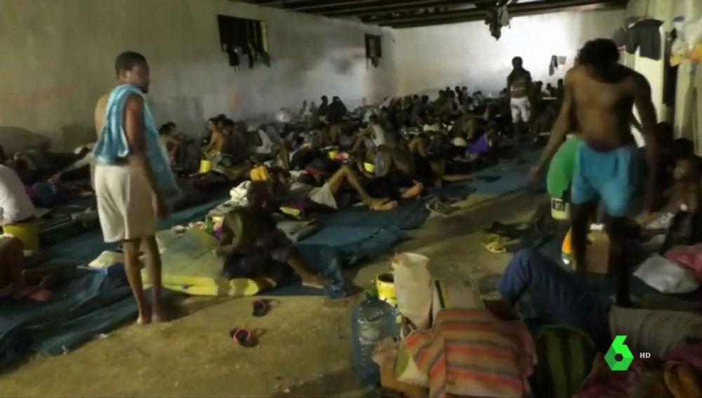 """El infierno de los migrantes que (mal) viven en centros de detención libios: """"Nadie puede cuidar de nosotros"""""""