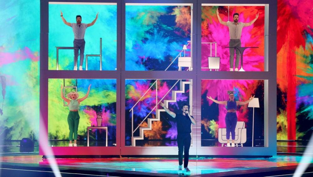 Miki durante su actuación en Eurovisión con 'La venda'