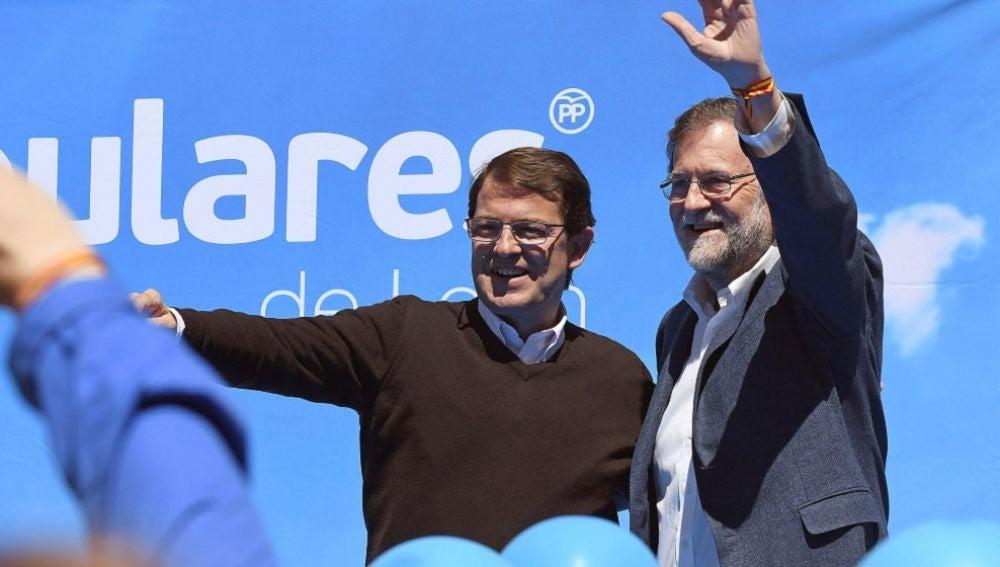 El expresidente del Gobierno Mariano Rajoy y el candidato del PP a la Presidencia de la Junta de Castilla y León, Alfonso Fernández Mañueco