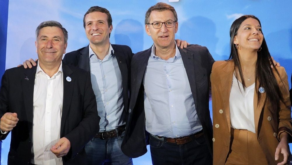 Casado y Núñez Feijóo, junto el alcalde de Ribeira y candidato a la reelección, Manolo Ruiz Rivas, y la número dos a la alcaldía, Ana Ruiz