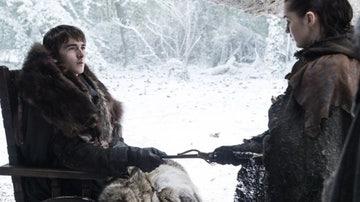 Bran Stark le entrega una daga de acero valyrio a su hermana Arya.