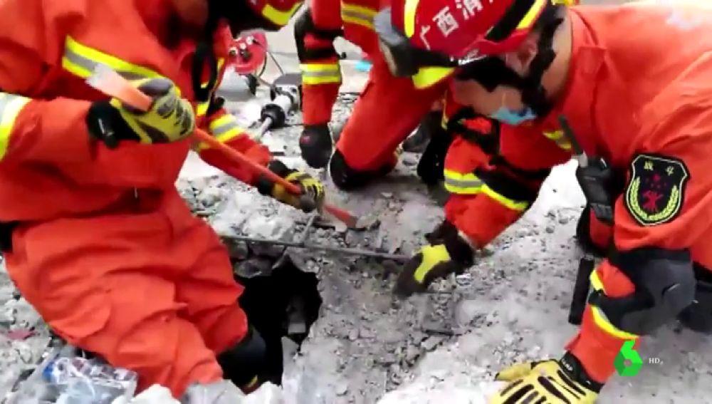 El derrumbe de un bar en China ha dejado al menos tres muertos