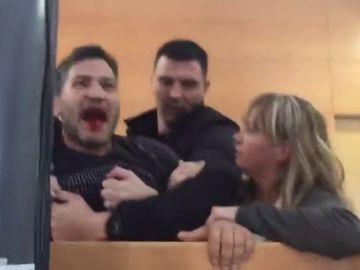 """Lagarder Danciu irrumpe en el debate sobre vivienda en Barcelona con la boca ensangrentada: """"Vividores de lo público, traidores"""""""