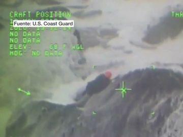 Rescatan a dos turistas que se habían quedado atrapados entre las rocas en Oregón