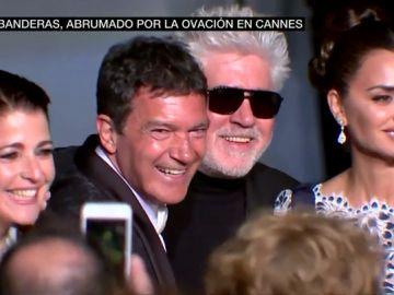 """'Dolor y Gloria' y los 12 minutos de ovación que """"abrumaron"""" a Antonio Banderas en el Festival de Cannes"""