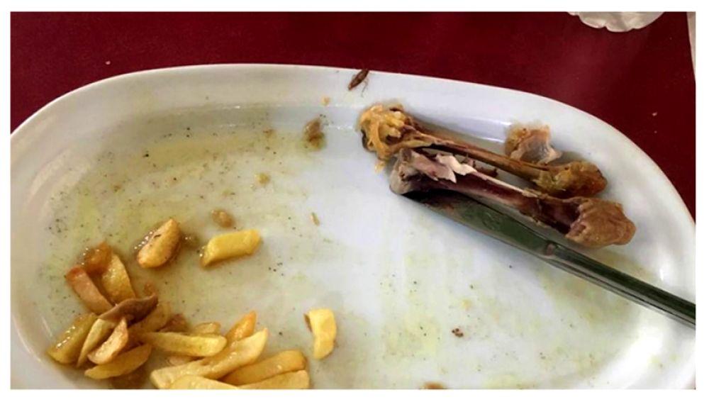 """Alberto Chicote ve fotos de la comida en el Ejército: """"Hay una cucaracha roja en el plato"""""""