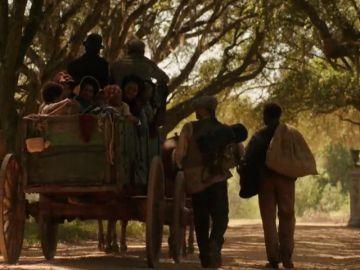 La familia de Chicken George abandona la granja en la era esclava al terminar la guerra