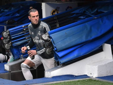 Gareth Bale sale del túnel de vestuarios