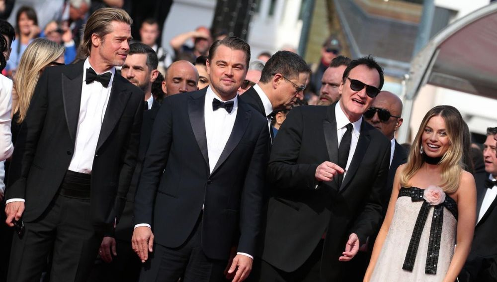 Tarantino junto a Brad Pitt, Leonardo DiCaprio y Margot Robbie