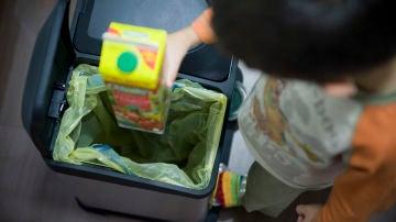 Separar los residuos en casa para facilitar su reciclaje, un sencillo gesto.