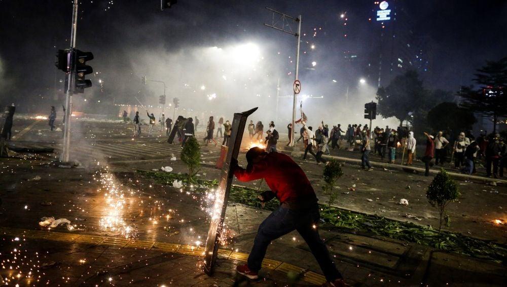Disturbios en Yakarta tras la victoria de Widodo