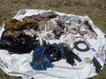 Restos encontrados en una manta en el lugar donde hallaron a Jumillas