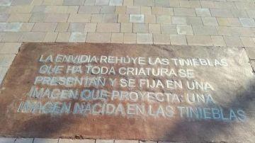 Imagen de la placa homenaje a Zambrano con la falta de ortografía