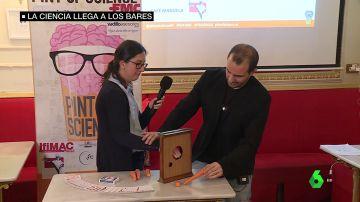 Ciencia entre cervezas para estar de fiesta y aprender: el éxito del 'Paint of Science' en España
