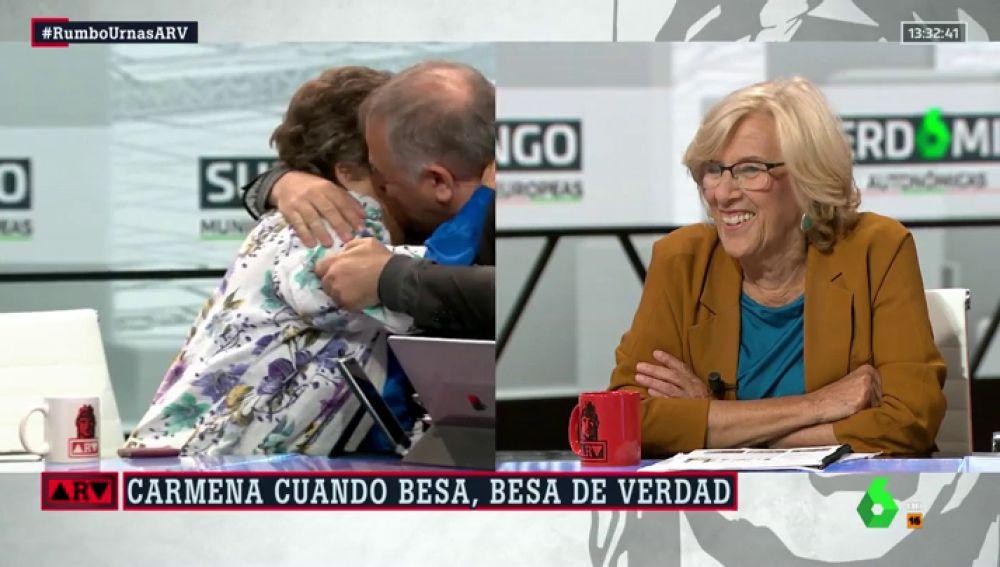 Beso entre Ferreras y Cristina Almeida
